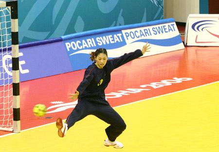 图文:女手46-17大胜乌兹别克斯坦 守门员黄红