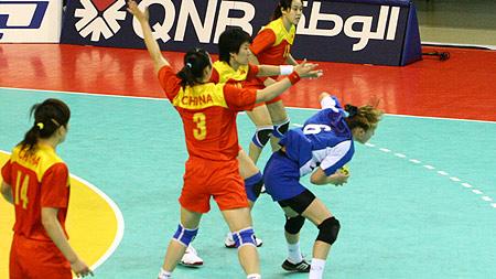 图文:女手46-17胜乌兹别克斯坦 中国防守出色