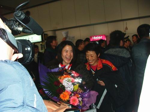 王楠回国笑谈失两金:我已经尽力 两天后飞香港
