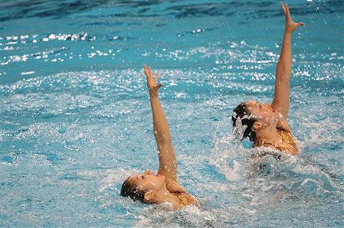中国双胞胎姐妹胜日本组合 花样游泳双人赛夺冠