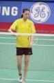 图文:谢杏芳无缘羽毛球女单决赛 发球瞬间