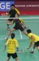 图文:郑波高��获羽毛球混双冠举 高��回球瞬间