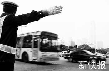 广州交警全员上阵整治交通堵塞 行动将长期进行