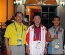 图文:钱吉成夺健美60公斤冠军 与教练领队合影