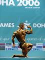图文:钱吉成夺60kg健美冠军 现场展示三角肌