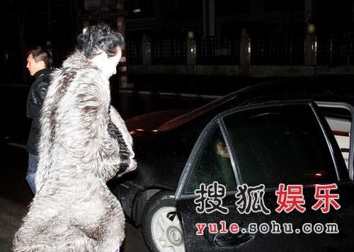 刘嘉玲庆生 胡军喝高要记者祝刘嘉玲生日快乐