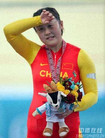 图文:自行车女子500米计时赛金牌 冠军郭爽