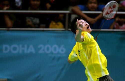 亚运会羽毛球男单决赛 林丹准备扣杀