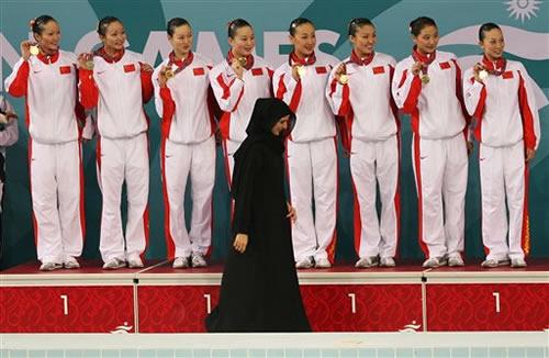 图文:花样游泳队夺团体冠军 为中国收获第100金