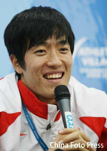 图文:刘翔出席赛前新闻发布会 从容面对众媒体