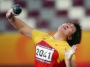 图文:亚运会女子铅球决赛 李梅菊出手瞬间