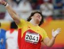 图文:亚运会女子铅球决赛 李梅菊发力瞬间