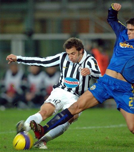 图文:尤文图斯1-0维罗纳 队长皮耶罗拔脚怒射