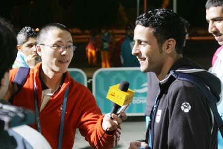 独家图片:国奥点球负伊朗 赛后搜狐采访博哈尼