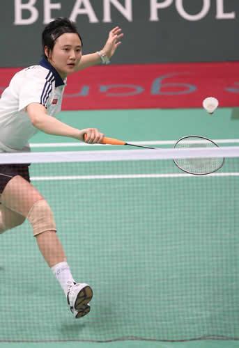 独家图片:夺得羽毛球女单冠军 王晨网前救险
