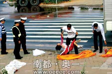 广州大学城车祸现场.
