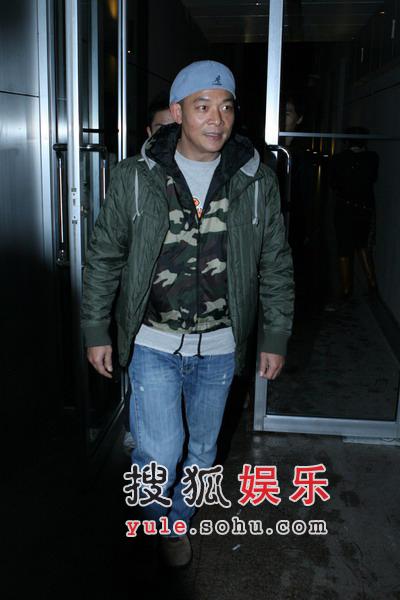 吴毅将现身刘嘉玲酒吧 凌晨两点醉酒离去(图)