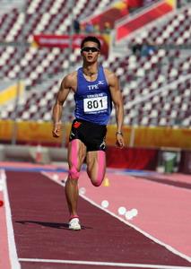 组图:亚运会男子跳远比赛 选手动作过程分解