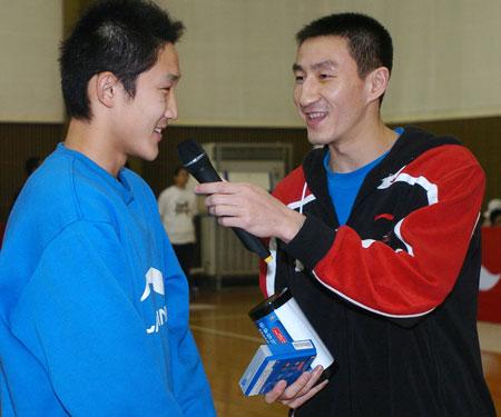 中国初中篮球联赛南京开幕 国手张云松现身助阵