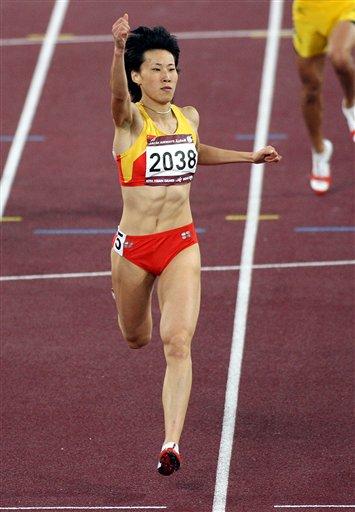 黄潇潇实力超群技压群芳 勇夺女子400米栏冠军