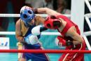 图文:亚运会男子拳击51公斤级 杨波右手摆拳
