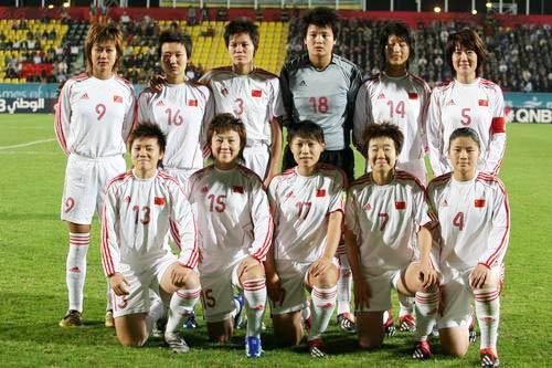图文:中国女足VS朝鲜 中国队首发阵容赛前合影