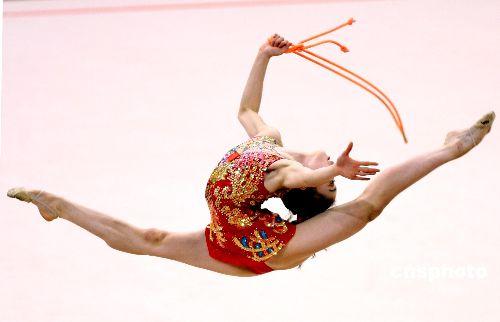 图文:艺术体操个人全能肖一鸣获铜牌 曼妙身姿