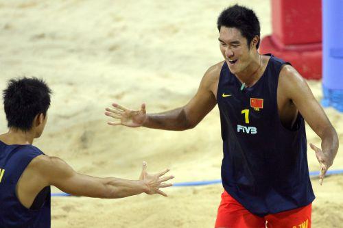 0日,第十五届亚运会男子沙滩排球半决赛在卡塔尔多哈城市临时运