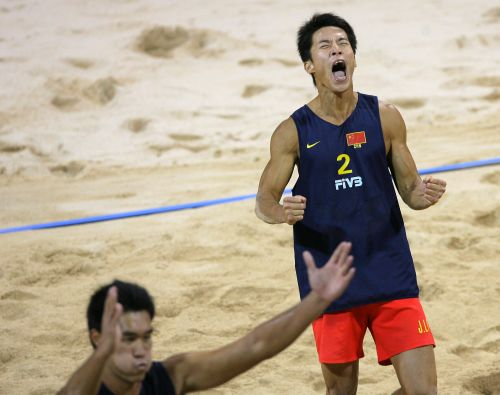 图文:男子沙滩排球半决赛  李健的怒吼