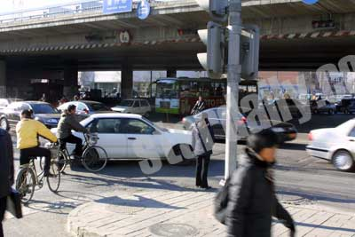 北京路口抢行现象严重 政协委员建议增加分道灯