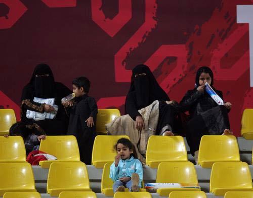 图文:亚运会中国女足1-3朝鲜 现场当地观众