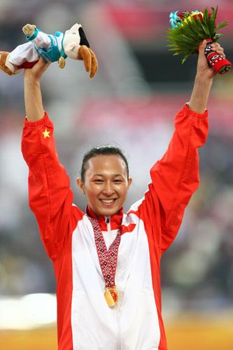 独家图片:女子100米栏决赛 中国刘静夺得金牌