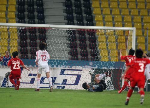 图文:亚运会中国女足1-3朝鲜 朝鲜队破门瞬间