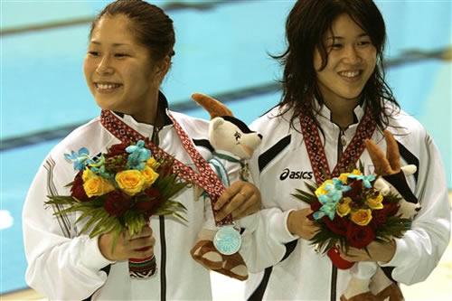 图文:中国队夺女子10米跳台冠军 日本组合第二