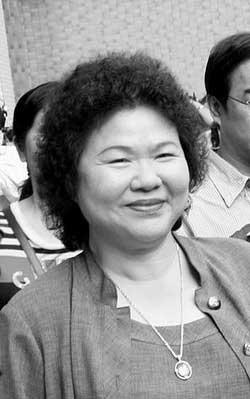 黄俊英不承认败选 邱毅深夜带证人举报选举作弊