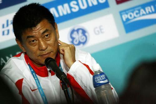 图文:亚运中国女足1-3朝鲜 马良行答记者提问
