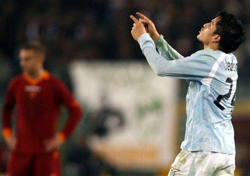 图文:拉齐奥罗马德比战 莱德斯马打进第一球