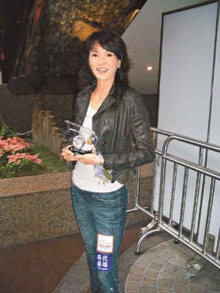 郑裕玲到中年爱上运动修养身心戒烟戒打牌(图微信表情显示无法动画包图片