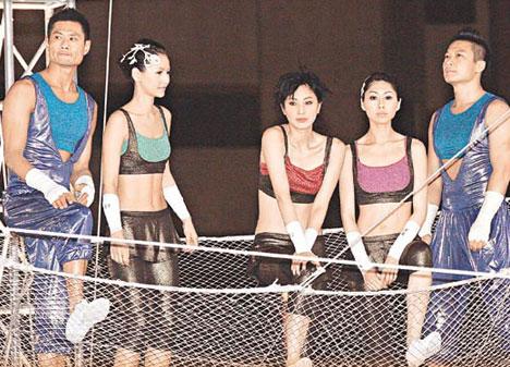 明星 娱乐圈 港台明星    郑希怡为慈善演出不幸掉裤子,此过程被剪辑
