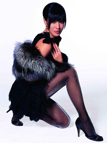 钟丽缇最新丝袜广告曝光:冬季丝袜搭配要领-搜