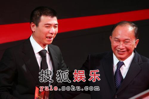 冯小刚嘲吴宇森演讲像悼词 周迅得奖喜极而泣