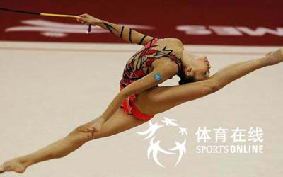 图文:亚运艺术体操个人全能肖一鸣获铜牌 飞越