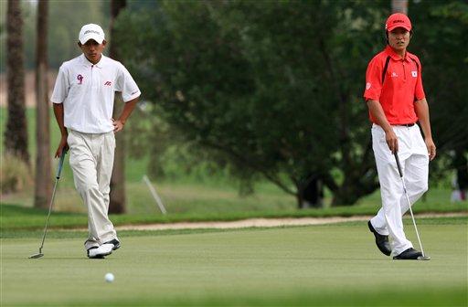 图文:多哈亚运高尔夫比赛 潘政琮对战韩国选手