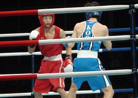 拳击:48公斤级邹市明击败韩国选手 挺进决赛