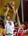 图文:中国男篮75-73险胜黎巴嫩 大郅后仰射篮
