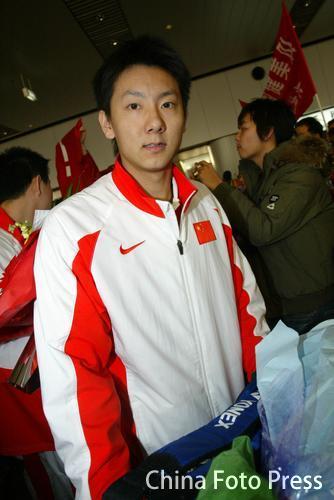 图文:中国亚运羽球健儿返京 陈金出现在机场