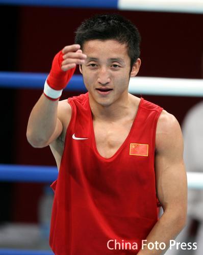 图文:亚运会拳击48公斤级半决赛 邹市明晋级