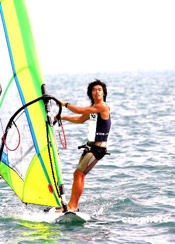 图文:多哈亚运滑浪风帆 香港选手陈敬然八战八胜