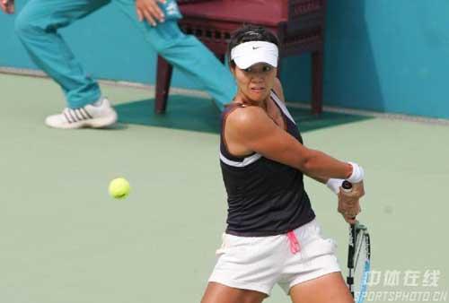 图文:李娜郑洁晋级网球女单四强 李娜在比赛