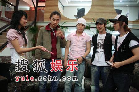 搜狐v青春讯:改编青春《有小说替我爱你》通过成的电视剧,选秀畅销致天使男女电视剧图片